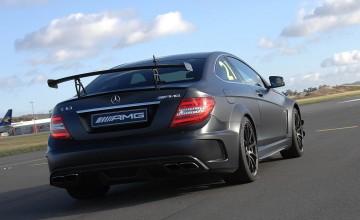 Mercedes arrow to race the runway