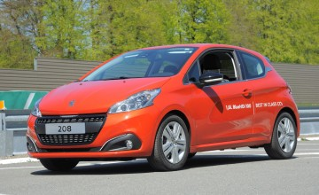 Peugeot 208 sets 141mpg record