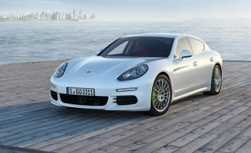 Porsche plugs in to hybrid power