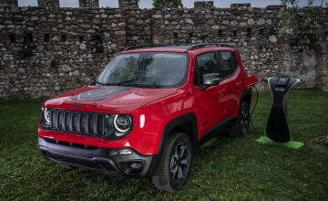 Jeep pushes on with plug-in plans