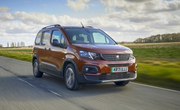 Jet-set Kia unleashes the Stinger