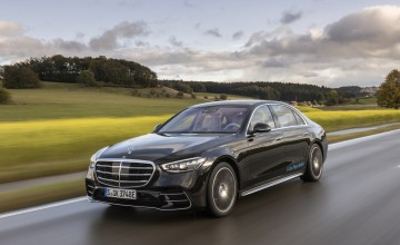 Long-range plug-in limo from Merc