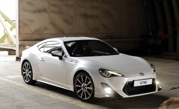 Racing style for sports coupe