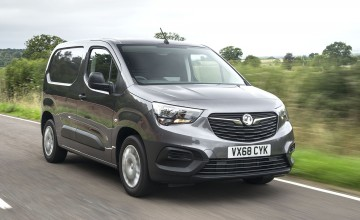 Show debut for new Vivaro van