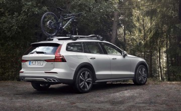 Volvo's V60 heads for the woods