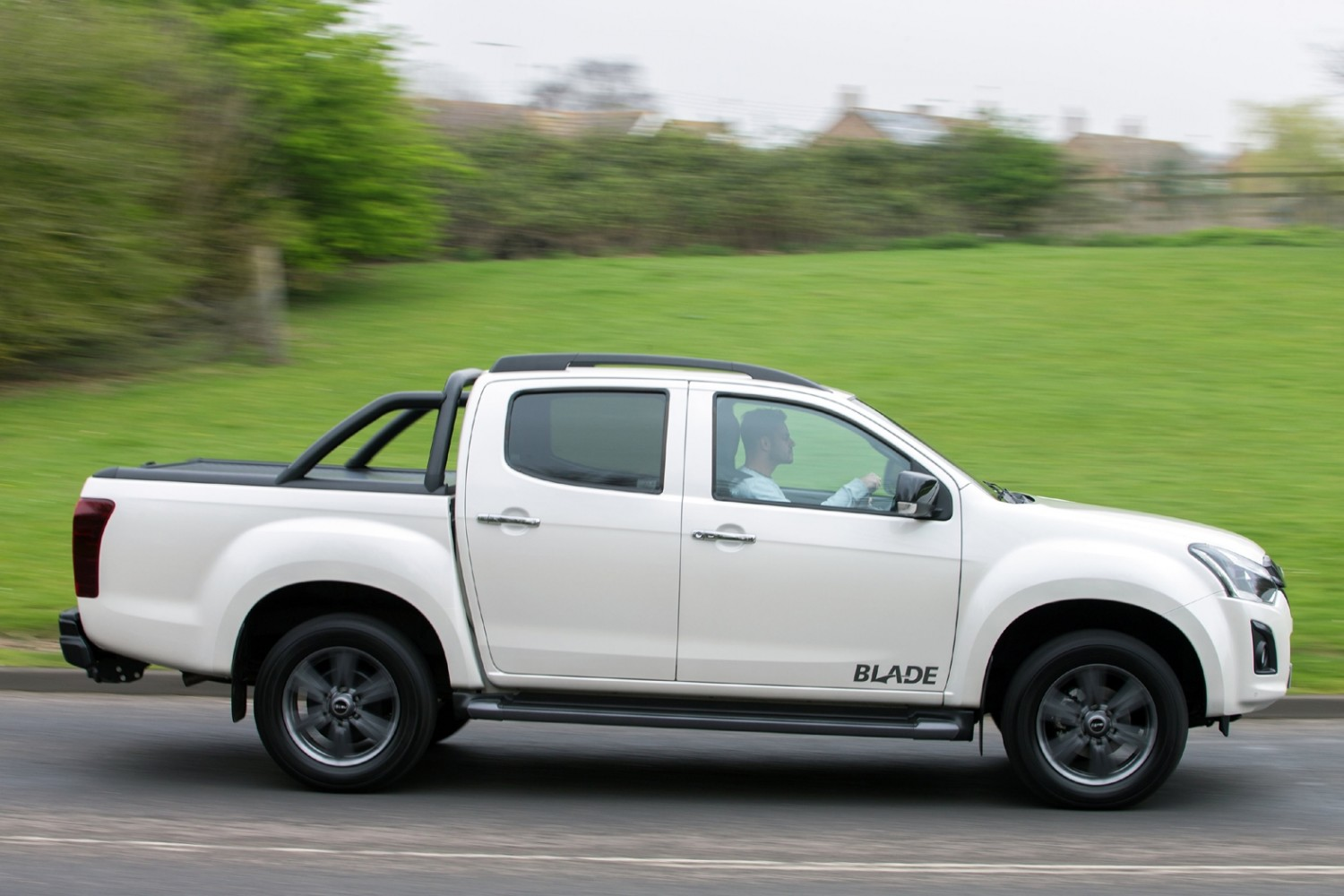 isuzu cleans up with new d max eurekar. Black Bedroom Furniture Sets. Home Design Ideas