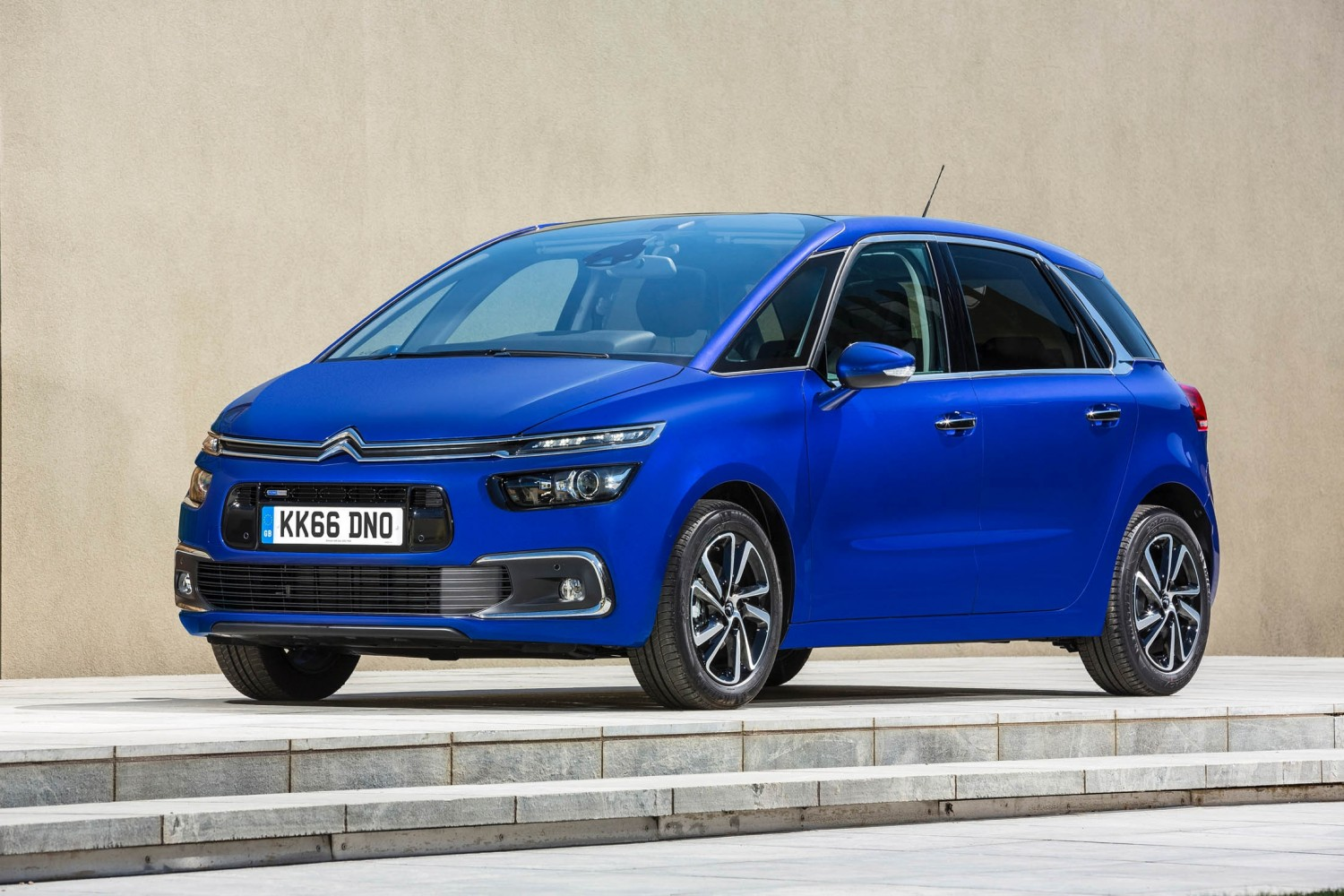 citroen c4 picasso gets extra feel eurekar. Black Bedroom Furniture Sets. Home Design Ideas