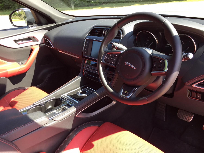 Jaguar F-Pace Portfolio 2.0d AWD | Eurekar