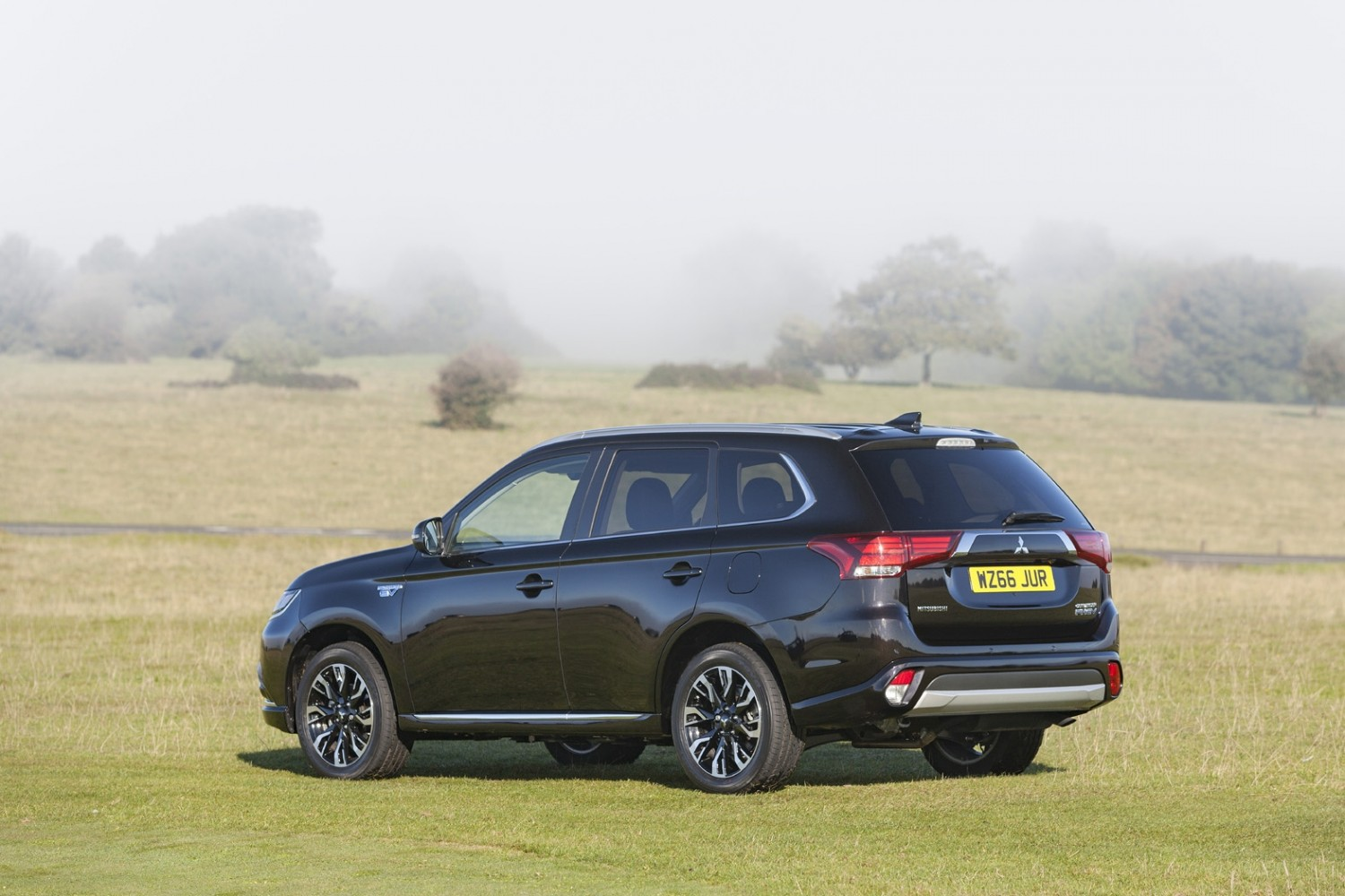 mitsubishi review expert outlander of drive locator phev dealer first