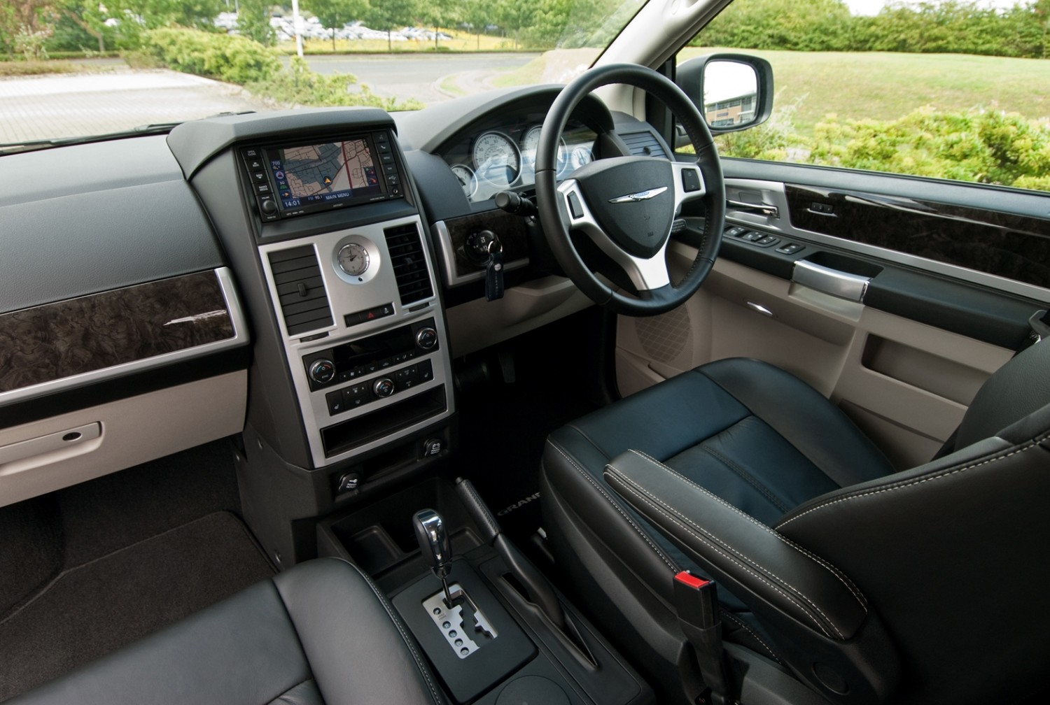 chrysler grand voyager used car review eurekar. Black Bedroom Furniture Sets. Home Design Ideas