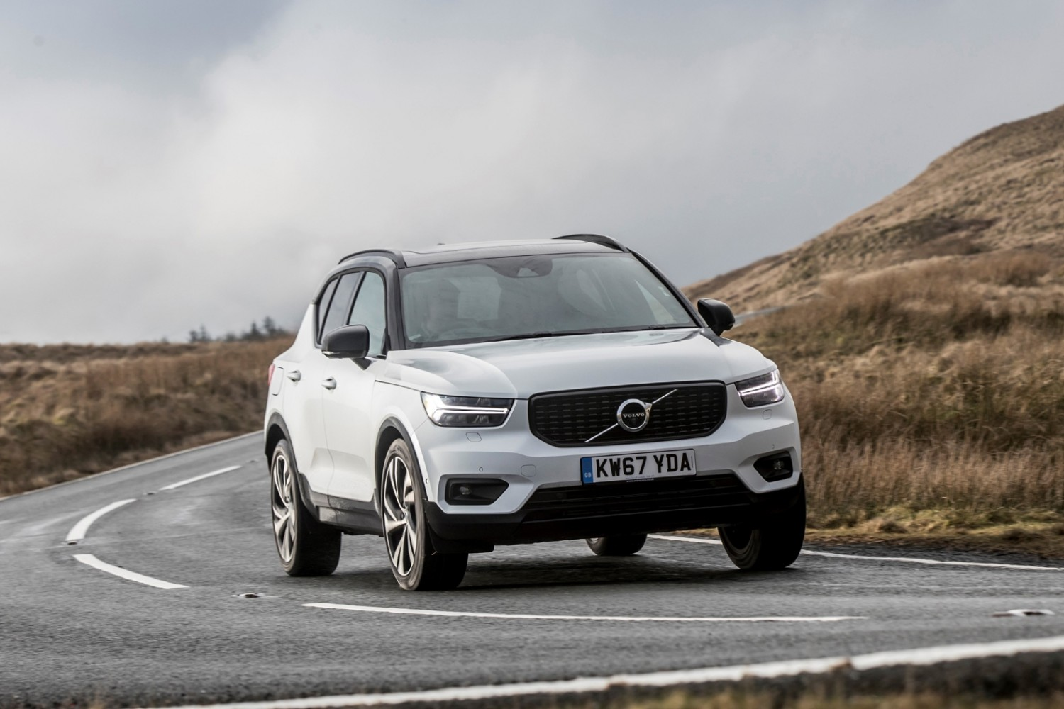 volvo xc40 t5 awd first edition eurekar. Black Bedroom Furniture Sets. Home Design Ideas