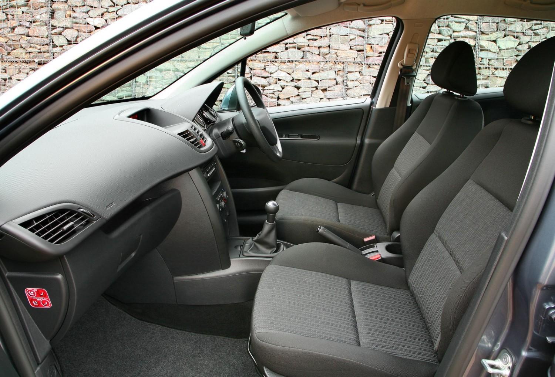 Peugeot 207 - Used Car Review | Eurekar