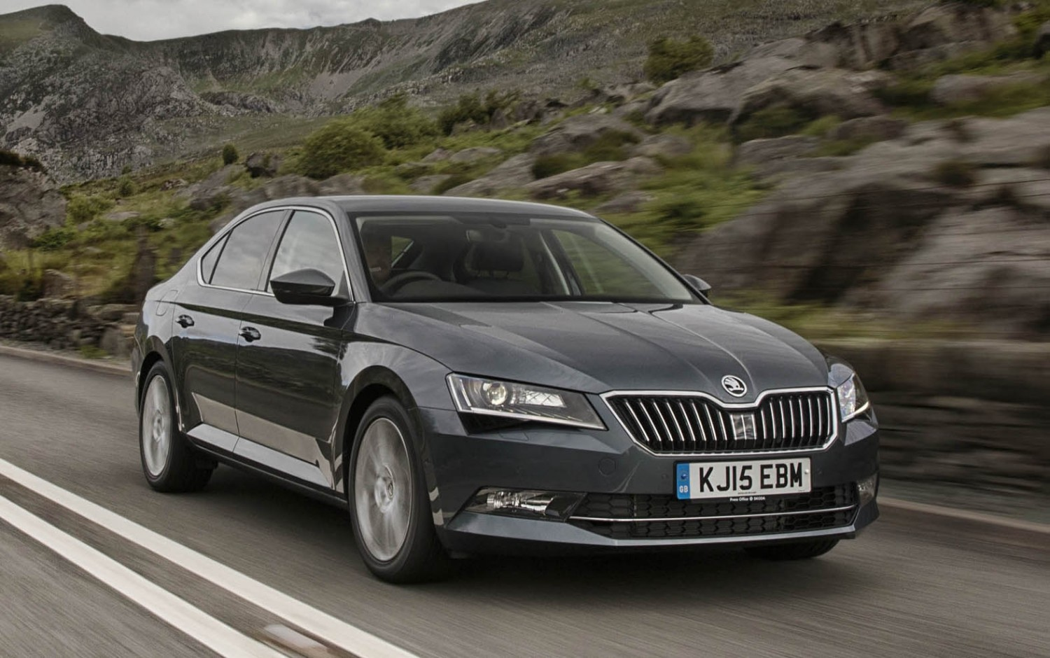 skoda superb gets serious eurekar. Black Bedroom Furniture Sets. Home Design Ideas