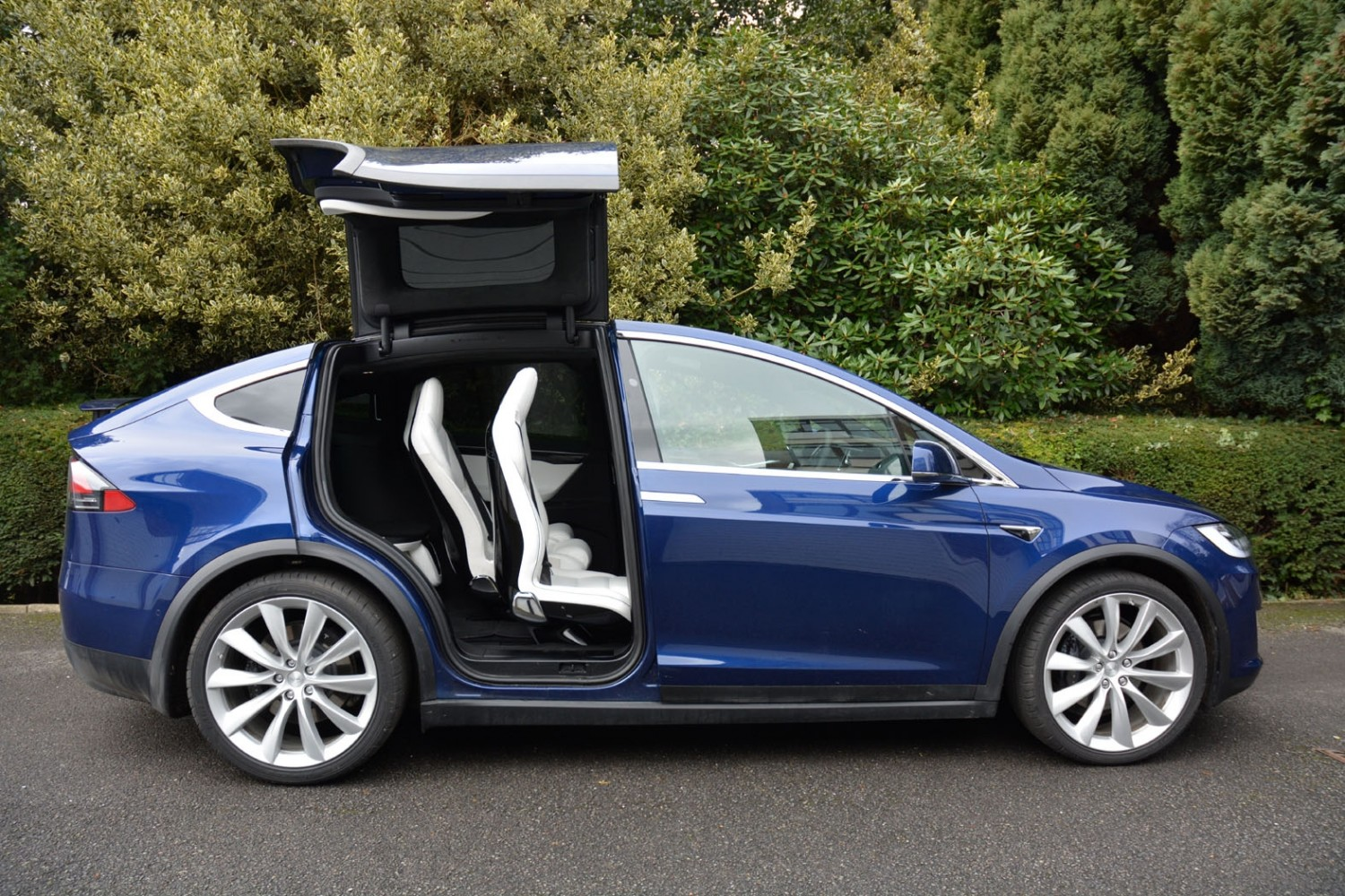 tesla model x 75d first drive eurekar. Black Bedroom Furniture Sets. Home Design Ideas