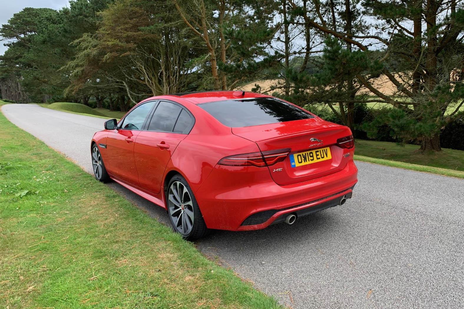 Jaguar XE HSE R-Dynamic 2.0 | Eurekar