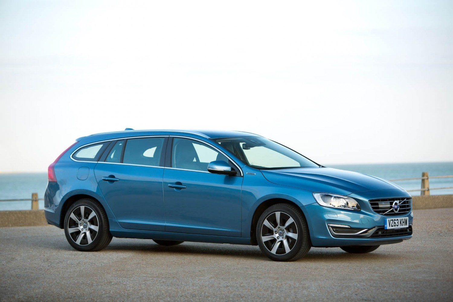 volvo v60 d6 plug in hybrid eurekar. Black Bedroom Furniture Sets. Home Design Ideas