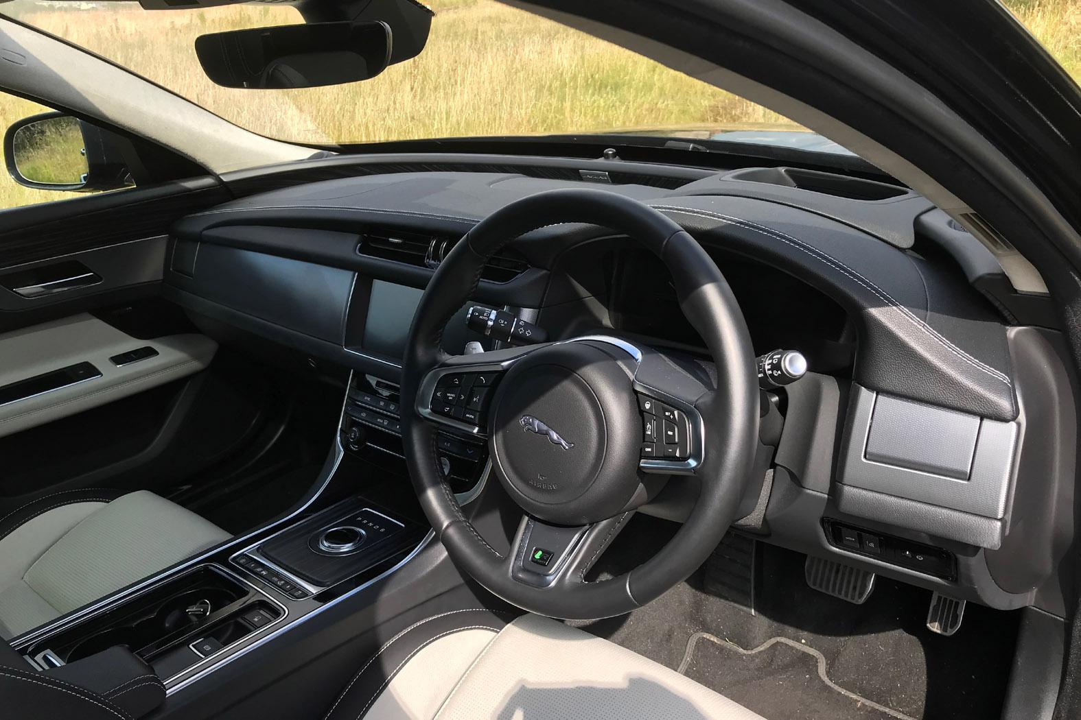 Jaguar Xf Sportbrake 2017 Review Eurekar