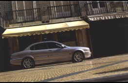Jaguar X-Type, side