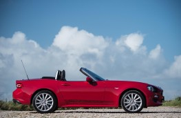 Fiat 124 Spider, side, static