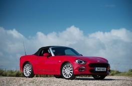 Fiat 124 Spider, side, roof up