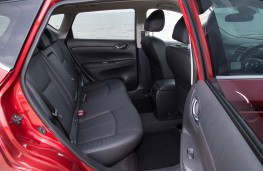 Nissan Pulsar, rear interior