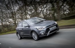 Hyundai i20 Active, driving
