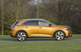 DS 7 Crossback, profile