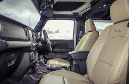 Jeep Wrangler Sahara, interior