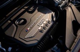 BMW M135i xDrive, 2019, engine