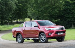 Toyota Hilux, driving