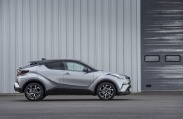 Toyota C-HR, side