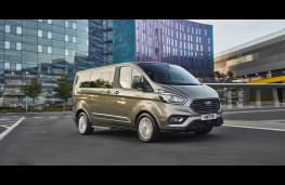 Ford Tourneo Custom, front