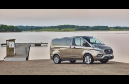 Ford Tourneo Custom, side