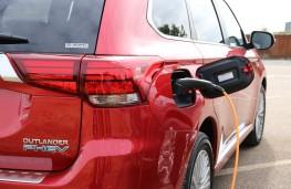 Mitsubishi Outlander PHEV, on charge