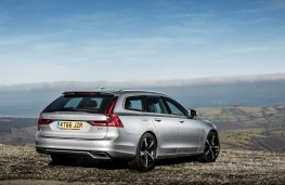 Volvo V90 R-Design, rear quarter