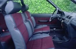 Peugeot 205 GTi, interior
