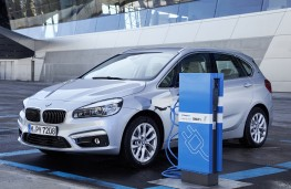 BMW 225xe Active Tourer, 2016, PHEV, front, charging