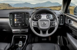 Volvo XC40 Recharge plug-in hybrid, dashboard