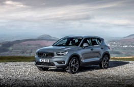 Volvo XC40 Recharge plug-in hybrid, front