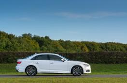 Audi A4, side