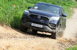SsangYong Rexton, 2017, off road, front, action