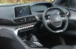 Peugeot 3008 GT Hybrid4, dashboard