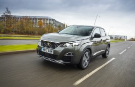 Peugeot 3008, 17 plate, front, action