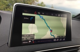 Peugeot 3008 GT, 2017, touchscreen