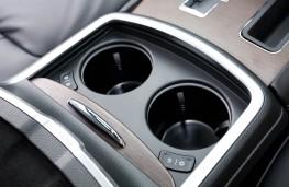 Chrysler 300C, cup holders