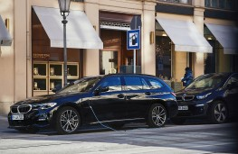 BMW 330e Touring, 2020, side, charging