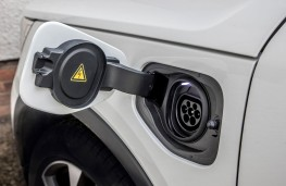 Volvo XC40 Recharge, 2021, charging point