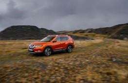 Nissan X-Trail, side