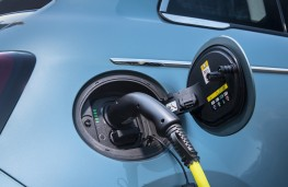 Fiat 500, 2020, charging