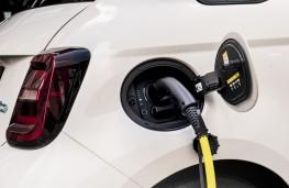 Fiat 500e, 2021, charging
